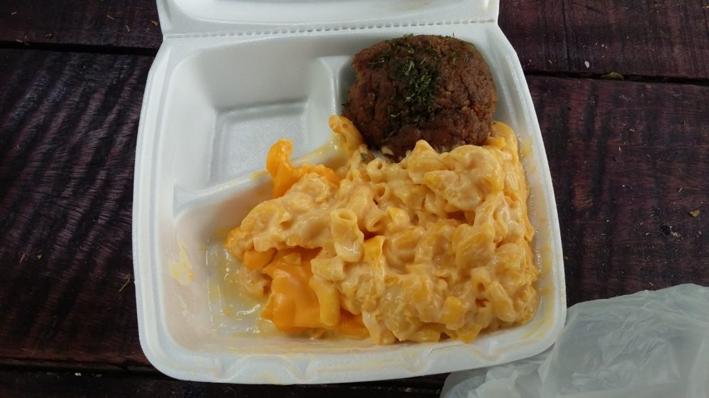 Two item plate, stuffed pepper and Mac+cheese